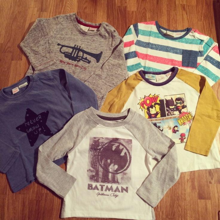 T-shirts Zara Kids, sauf Primark gris et blanc au premier plan