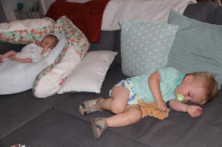 ...On fait la sieste avec son mini-cousin